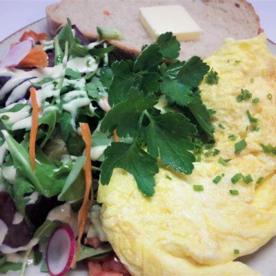 Frühstück Omelette Salat Brot